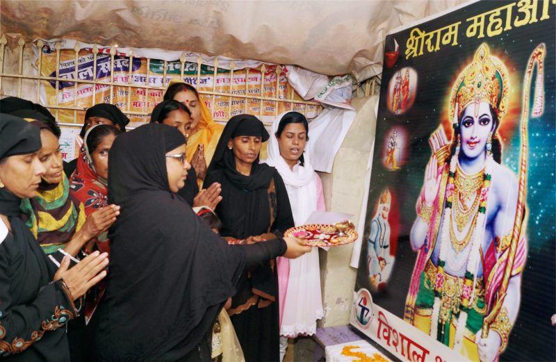Картинки по запросу muslim woman diwali
