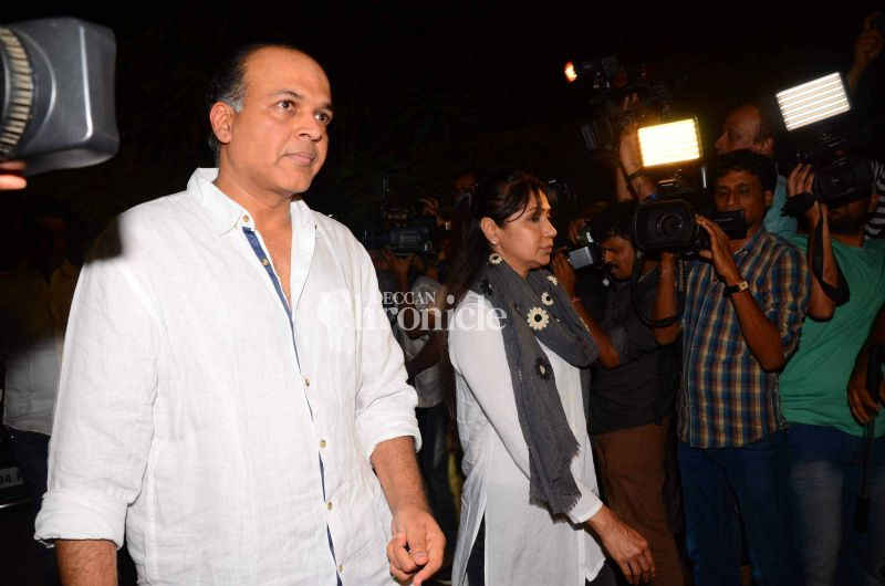 Ashutosh Gowariker and his wife Sunita were also seen making their way for the rites.