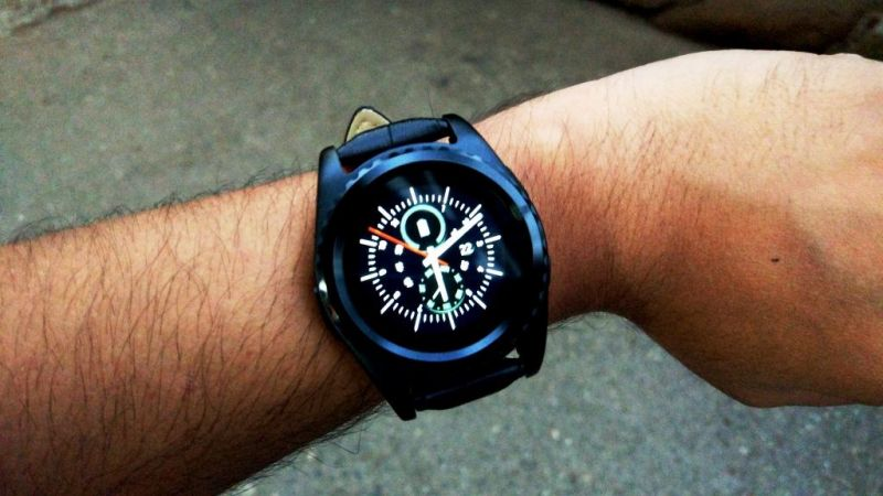 Noise Loop Lite smartwatch