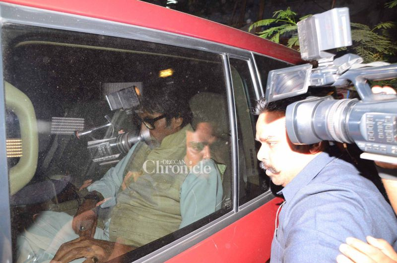 Shutterbugs captured pictures of Amitabh Bachchan while he arrived.
