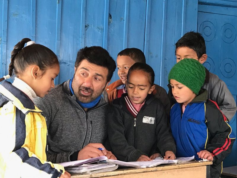 Pics: Sunny Deol enjoys himself as he directs son for debut film in Manali