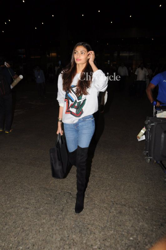 Athiya Shetty was also seen at the airport.