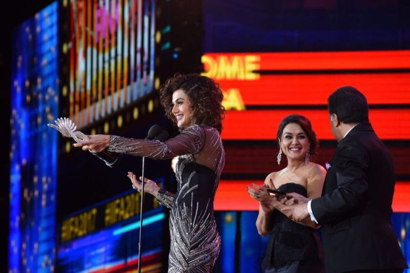 Taapsee Pannu, who was lauded for her role in 'Pink', won the Woman of the Year Award.