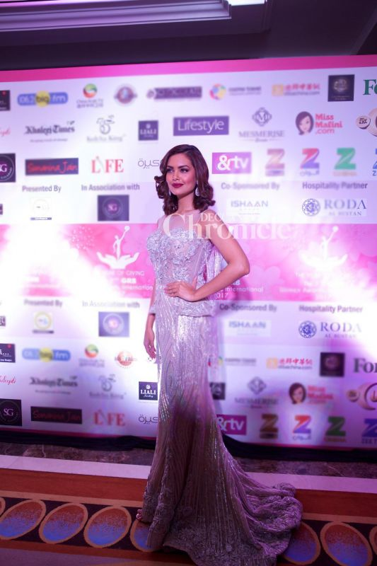 Esha Gupta also came out in style for the event.