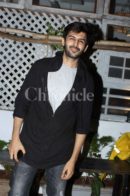 Is it just us or do you also think Kartik Aaryan is getting hotter by the day?