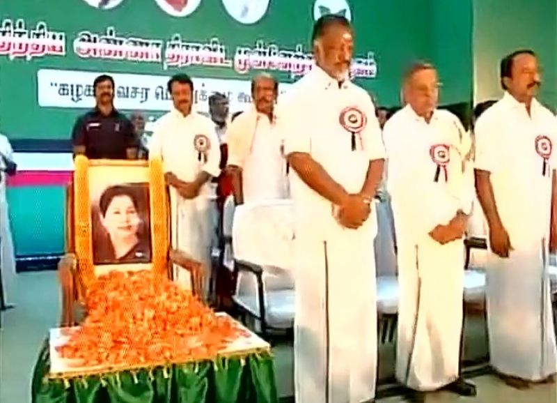 Chennai: Sasikala Pushpa's lawyer attacked by AIADMK workers outside party headquarters