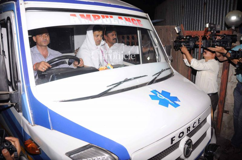 Aishwarya's brother Aditya was seen arriving at the crematorium in an ambulance.
