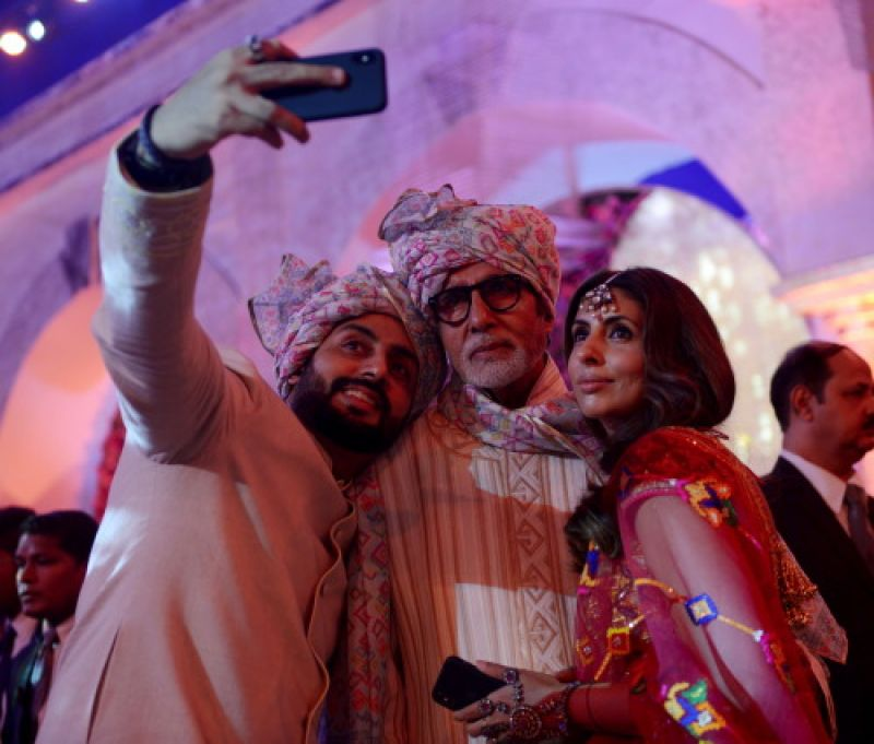 Big B, Aishwarya, Abhishek, Aaradhya look the perfect baarati at a family wedding