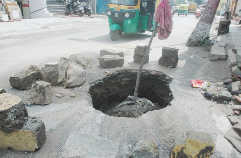 Bengaluru's killer potholes: BJP protests outside BBMP office