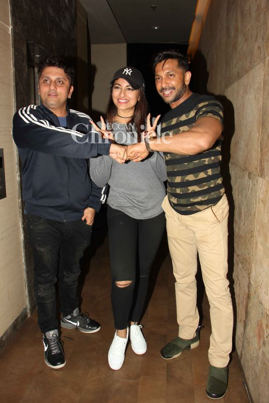 Mohit Suri poses with Sonakshi and Terence Lewis, who are all judges of the reality show 'Nach Baliye.'