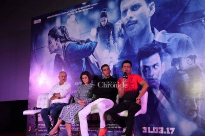 The actors during the press conference.