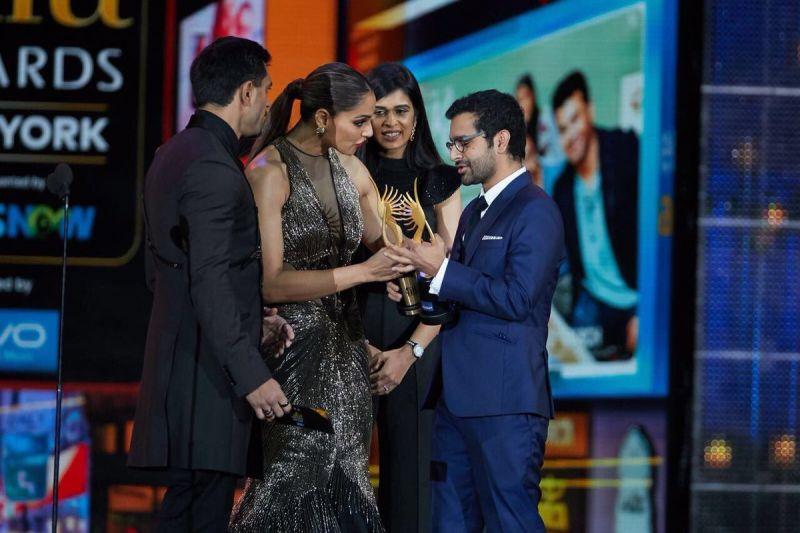 Shakun Batra amd Ayesha Devitre Dhillon won the Best Story Award for 'Kapoor & Sons.'
