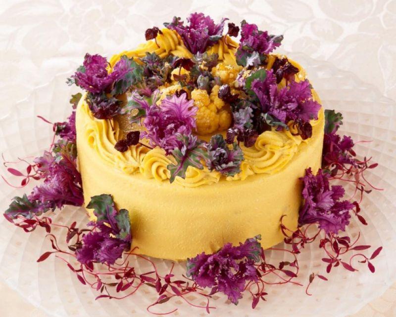 The innovative salad has Spring Yellow Beet, purple, broccoli, cauliflower, Pumpkin bean wee cream purple dressing with petit bale and Amaranth sprout. (Photo:Instagram/vegedecosalad)