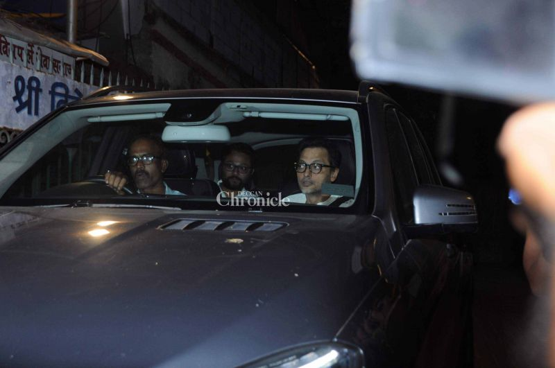 Sujoy Ghosh (R) and 'Te3n' director Ribhu Dasgupta (L) were also some of the celebrities at the funeral.