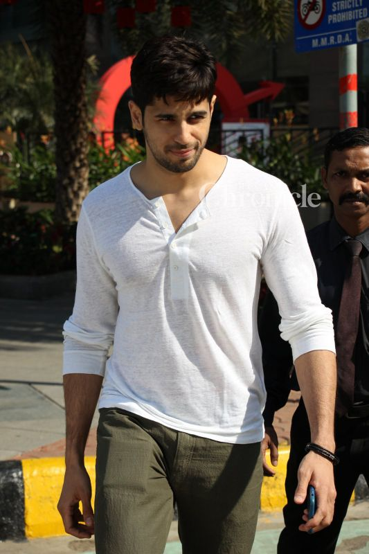 Sidharth Malhotra was snapped outside a restaurant in Bandra.