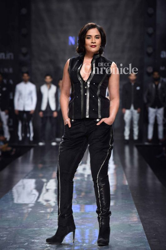Richa Chadha flaunted a distinct style at the event.