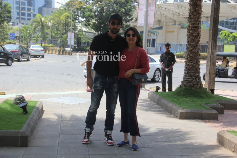 Ranbir Kapoor with mommy Neetu Kapoor.