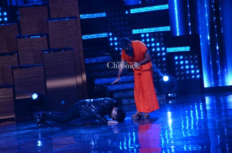 Host Karan Tacker had an interesting way of welcoming him to the show.