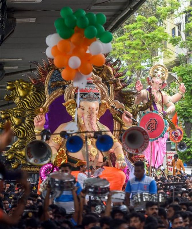 An idol of Lord Ganesha is being transported ahead of Ganesh Chaturthi festival. (Photo: PTI)