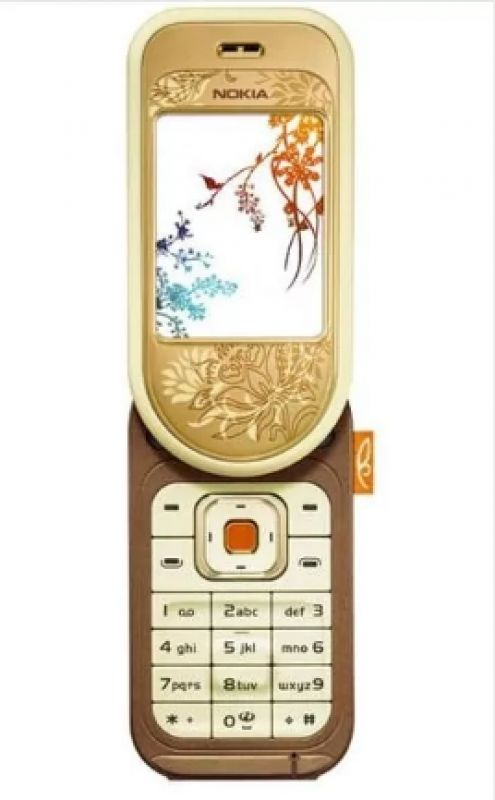 Launched in 2005, the Nokia 7370 was a 180 degree swivel phone designed for fashion conscious users.