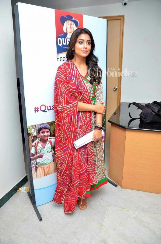 Shriya Saran looked beautiful in traditional wear at an event.