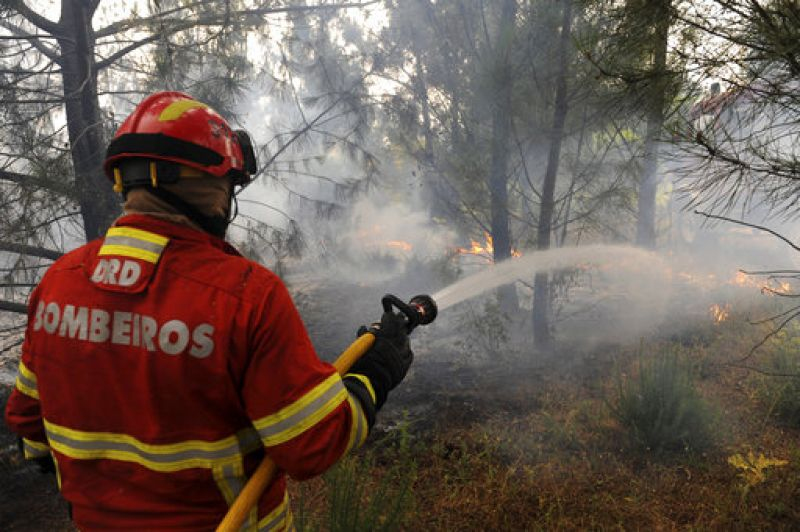 More than 350 soldiers on Sunday joined the 700 firefighters who have been struggling to put out the blaze.