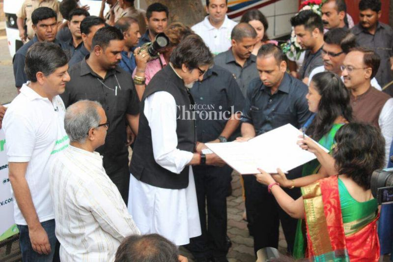 Bachchan was willing to give his time to people who came to him with their proposals.