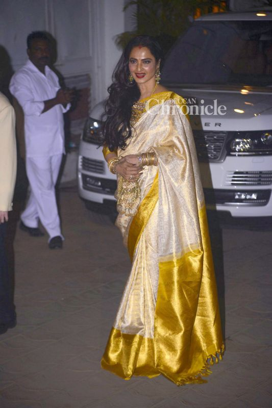 Rekha looked stunning in a saree.