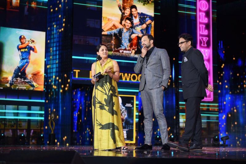 Sonam Kapoor's 'Neerja' won the Best Picture Award. Director Ram Madhvani and Atul Kasbkear, one of the producers, went on the stage to collect the trophy.