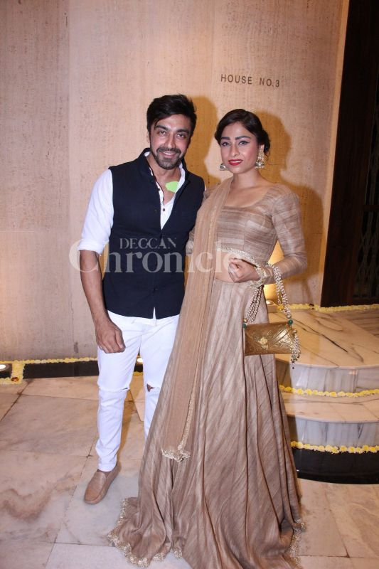 Aashish Chaudhary And Wife Bollywood stars...