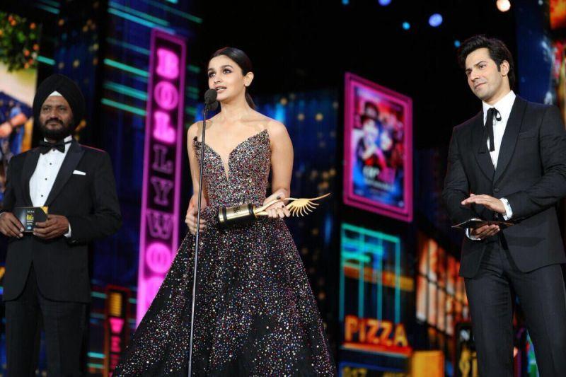 Alia Bhatt was adjudged Best Actress for her performance in 'Udta Punjab.'