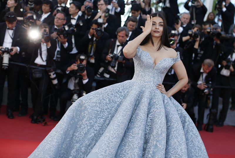 The photographers were jostling to click Aishwarya in the best possible way. (Photo: AP)