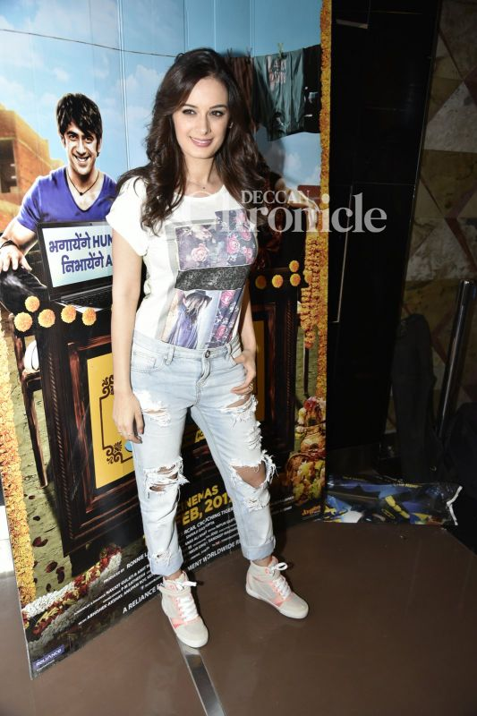 Evelyn Sharma smiles for the shutterbugs.