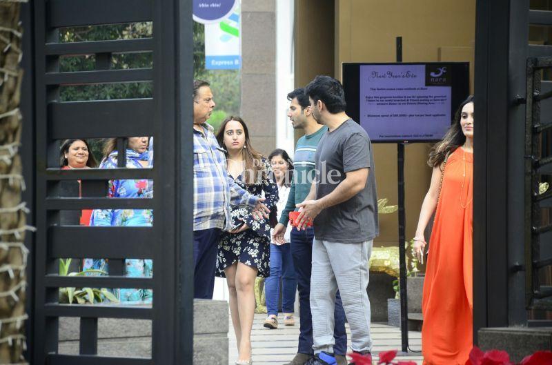 Varun Dhawan and Natasha Dalal snapped with Varun's family.