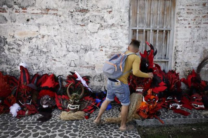 A man lays out devils masks before the start of the Congos and Devils festival in Portobelo, Panama (Photo: AP)