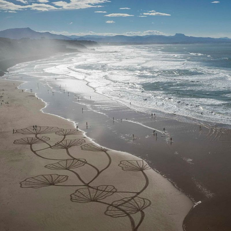 The artist was inspired by beach art also called arenaglyphe after he saw a surf video a while back.