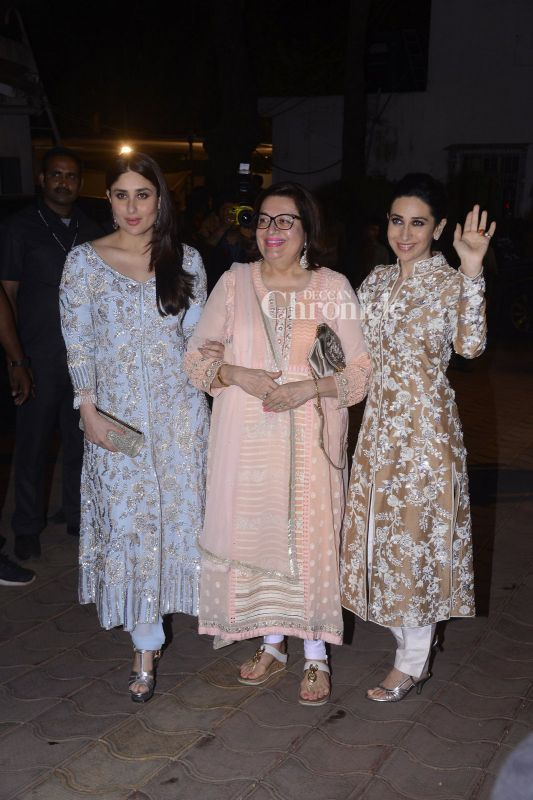 Kareena, Karisma pose with their mother Babita.