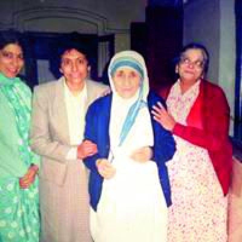 Manorama Rao with Saint Teresa in then Calcutta in 1990