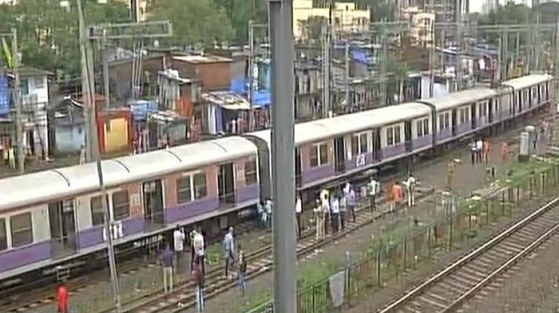 4 coaches of Mumbai local train derails, 5 injured
