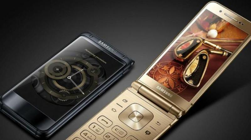 Folding smartphone Samsung W2018 appeared on