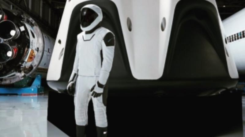 Image of SpaceX's future spacesuit (Photo: Elon Musk/Instagram)