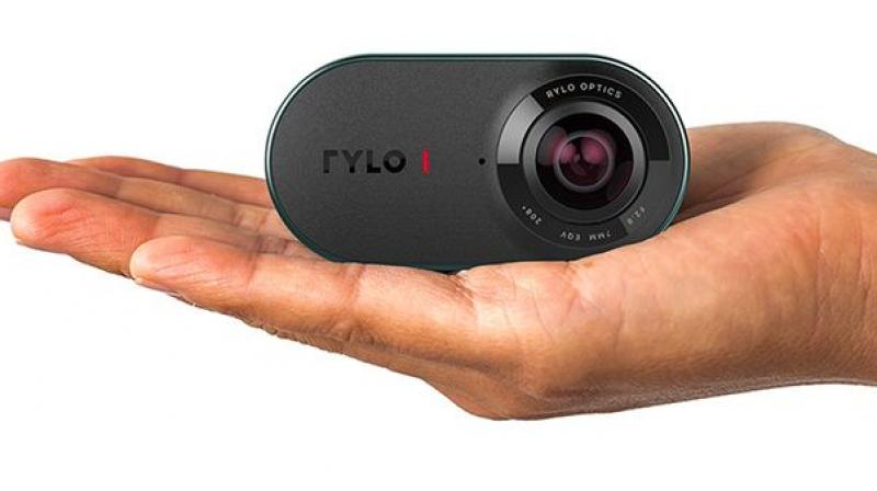 The pocket-sized camera doesn't look any different from other 360-degree cameras. It is capable of shooting 18MP photos and take 4K videos at 30fps. It has everything you would expect from a $499 camera.