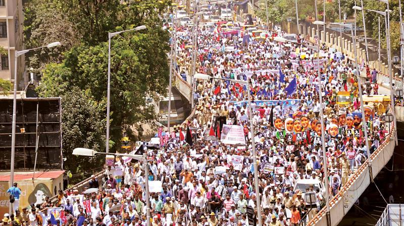 """Writers, thinkers, activists and people from all walks of life take part in the """"Rally for Resistance"""", condemning the killing of journalist and activist Gauri Lankesh, as they march towards Central College Grounds, in Bengaluru on Tuesday. (Photo: R. Samuel)"""