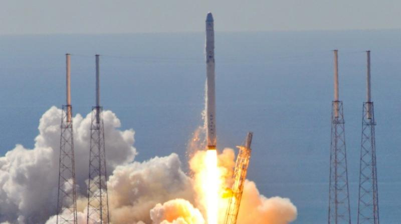 SpaceX's breathtaking bullseye rocket landing in gifs