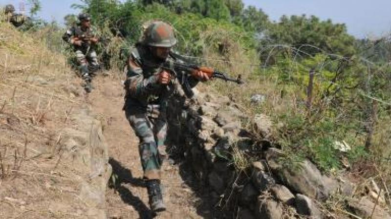Indian Army retaliating to Pakistan ceasefire along LoC in Poonch's Balakote and Rajouri's Manjakote and Bhimber Gali sector. (Representational Image)