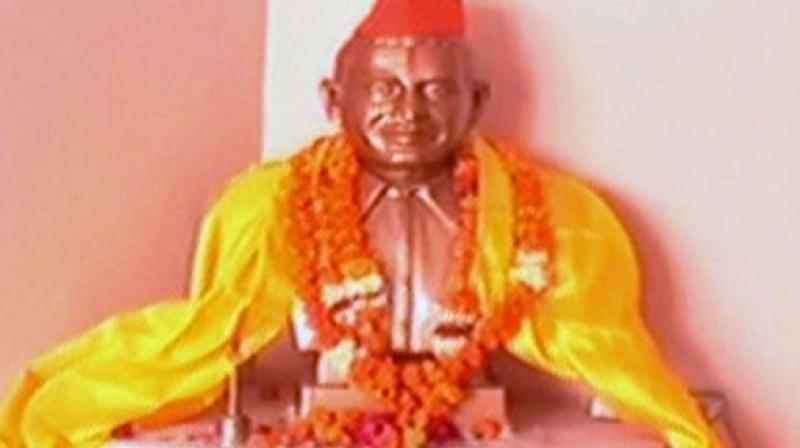 हिंदू महासभा गोडसे प्रतिमा स्थापना