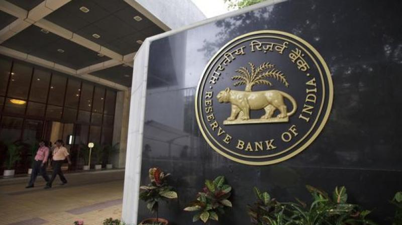 India cenbank leaves policy rate unchanged, cuts inflation projection