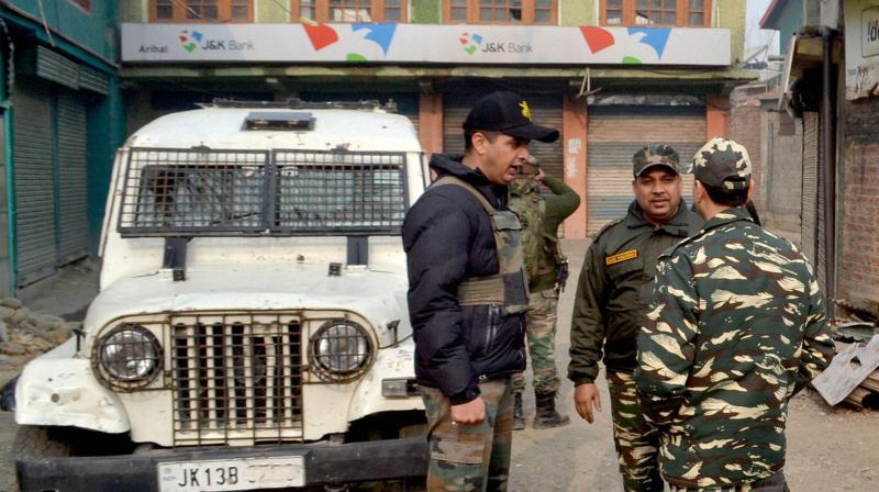 Gunmen loot Rs 11 lakh from Kashmir bank