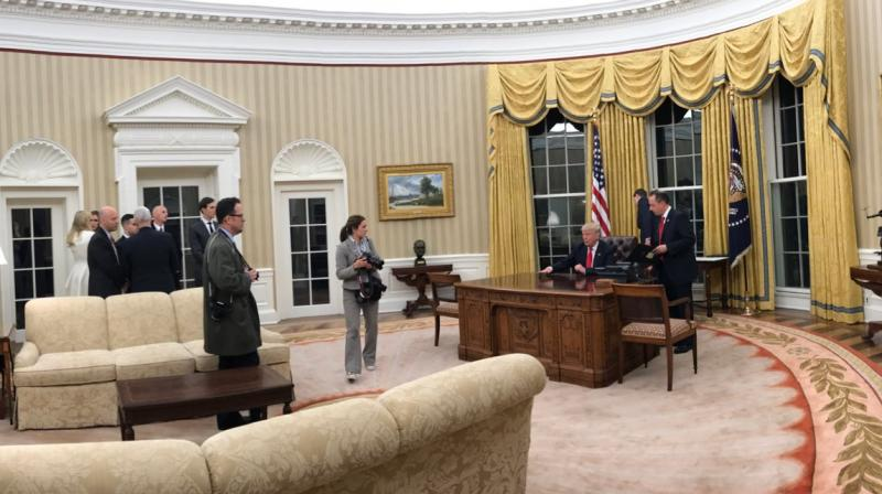 Trump brings his love for gilded decor to Oval Office