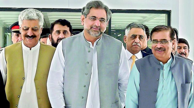 Pakistan Prime Minister Shahid Khaqan Abbasi (C) with party leaders in Islamabad (Photo: AFP)